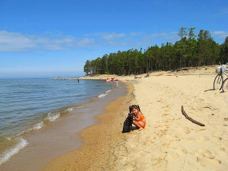 песчаный пляж села Горячинск
